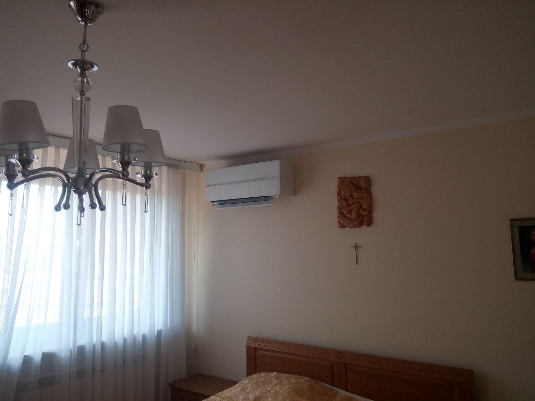 klimatyzator klimatyzacja Mitsubishi szklany font Starachowice