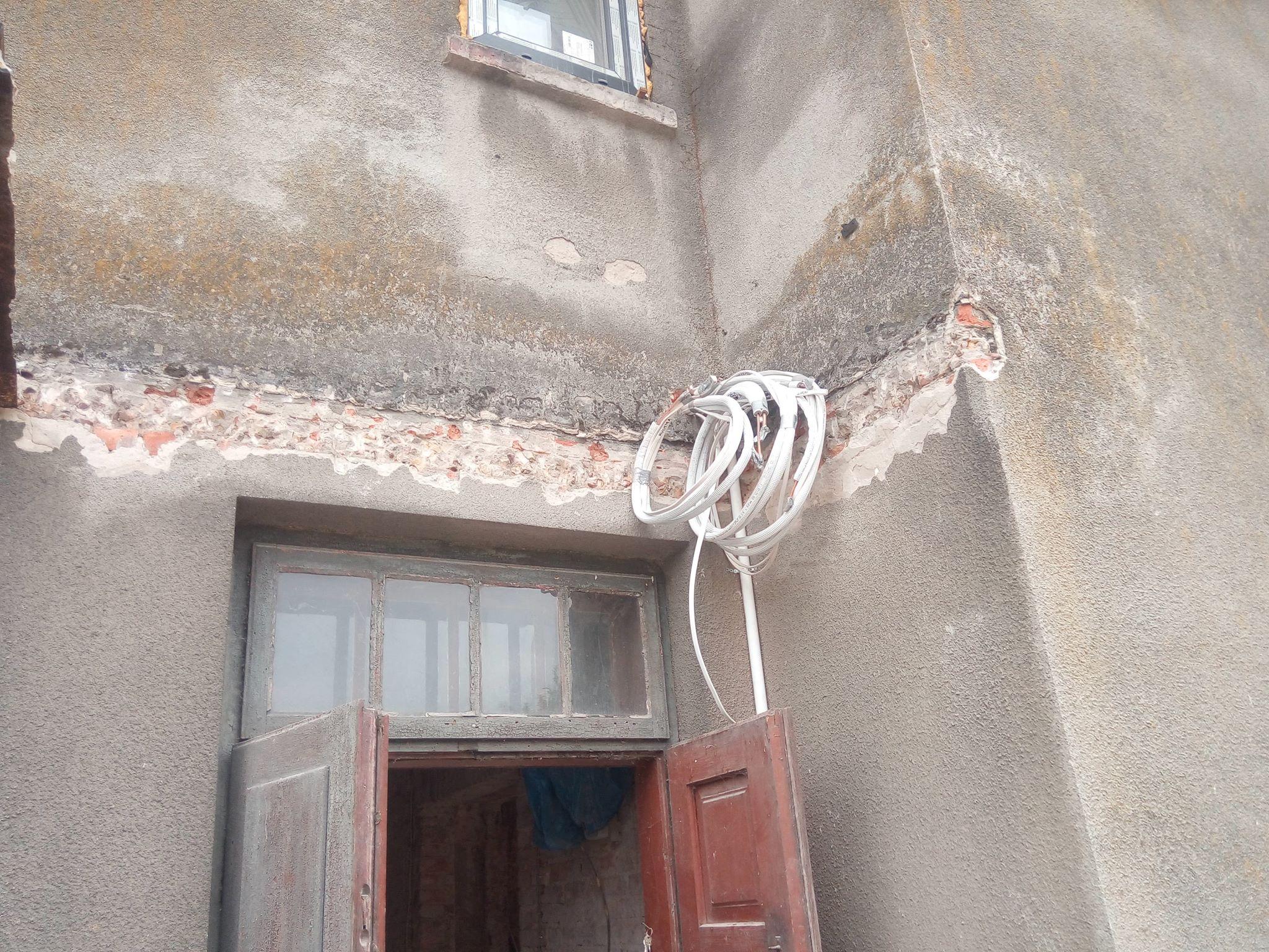 Remont i rozbudowa domu w Skarżysku: dołożyliśmy rury do rekuperacji w dobudowanej części oraz rozłożyliśmy orurowanie do klimatyzacji.