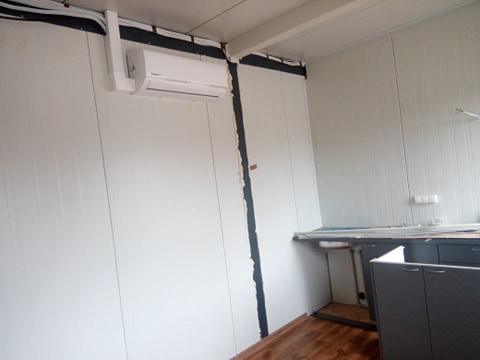 Dwa klimatyzatory KAISAI zamontowane w domkach holenderskich.