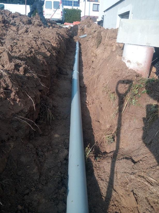 odpływ wody deszczowej do zbiornika