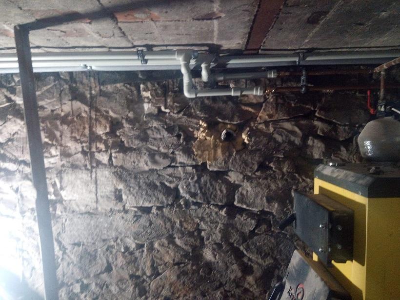 Nowe instalacje wodno-kanalizacyjne. Gruntowny remont domu w Starachowicach
