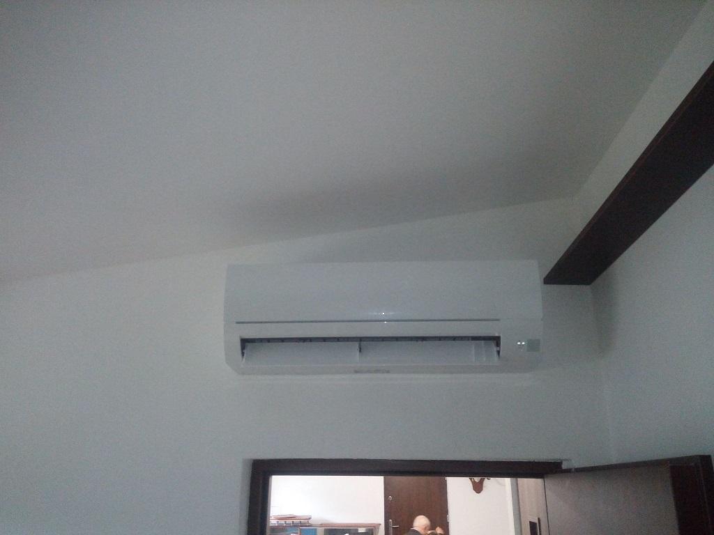 Dwa klimatyzatory Mitsubishi zamontowane na multi splicie w Starachowicach