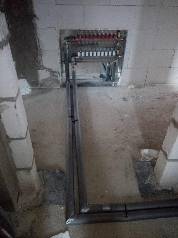 Woda, kanalizacja oraz piony do rozdzielaczy w nowym domu w Starachowicach