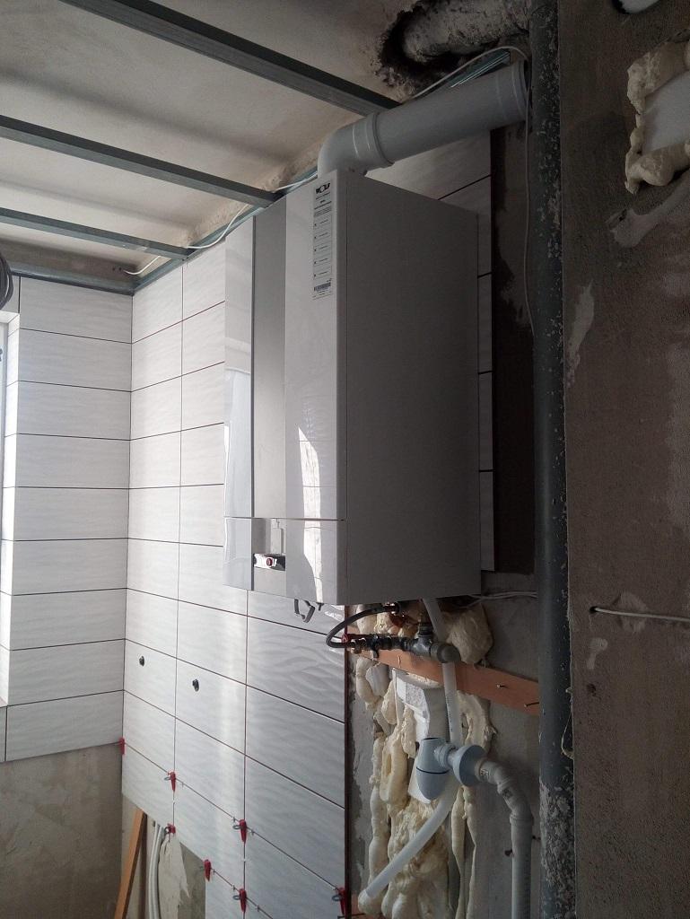 Kocioł gazowy dwufunkcyjny WOLF zamontowany w Starachowicach. Instalacja gazowa wewnątrz domu w miedzi.