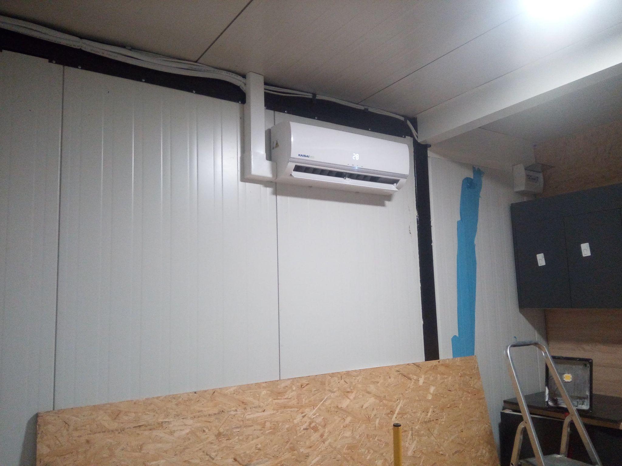 Dwa klimatyzatory KAISAI zamontowane w domkach holenderskich