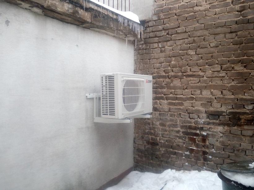 Dwa klimatyzatory Mitsubishi zamontowane w Opatowie.