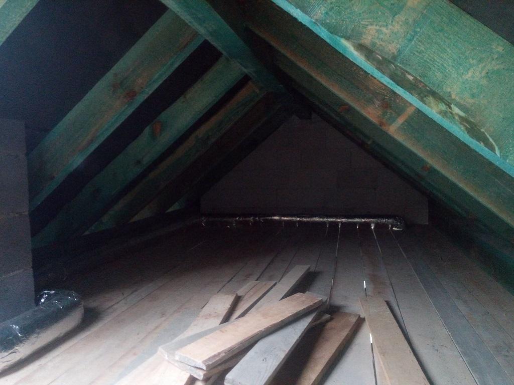 Montaż kanałów rekuperacji w nowym domu w Starachowicach