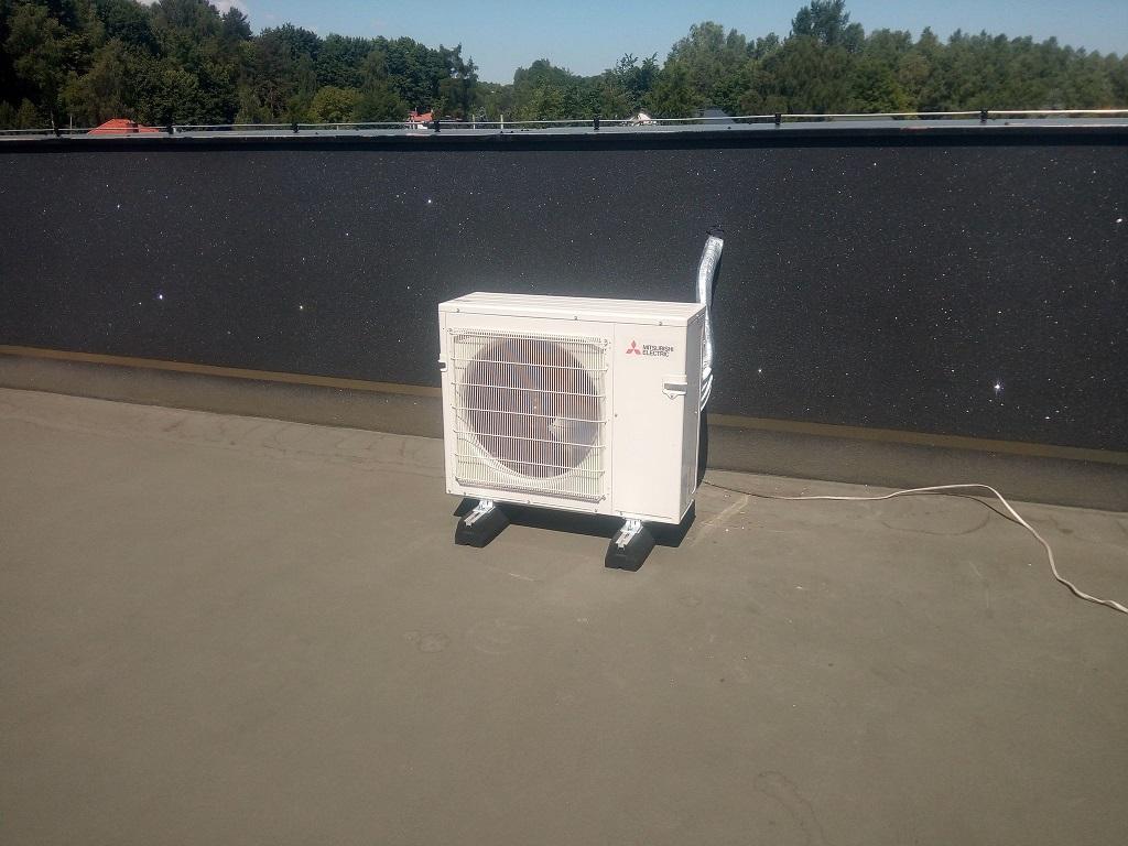 2 klimatyzatory DAIKIN na multi-splicie , 2 klimatyzatory MITSUBISHI również na multi-splicie oraz dwa klimatyzatory MITSUBISHI na splicie zamontowane w nowym domu w Starachowicach