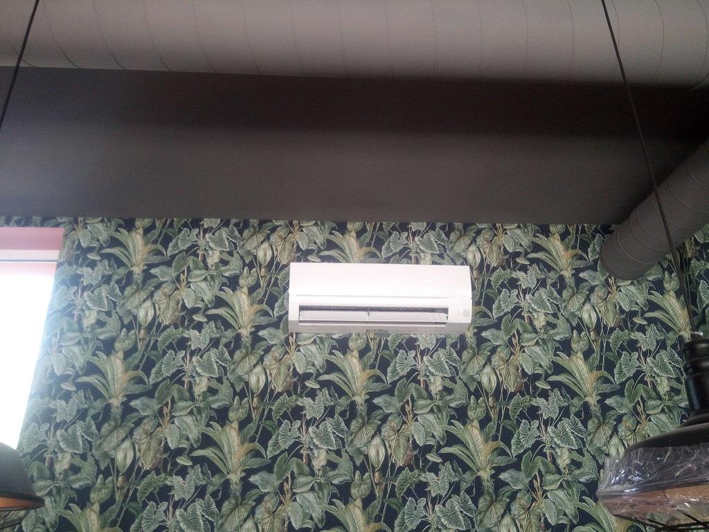 4 klimatyzatory Mitsubishi zamontowane w nowej jadłodajni w Ostrowcu Świętokrzyskim