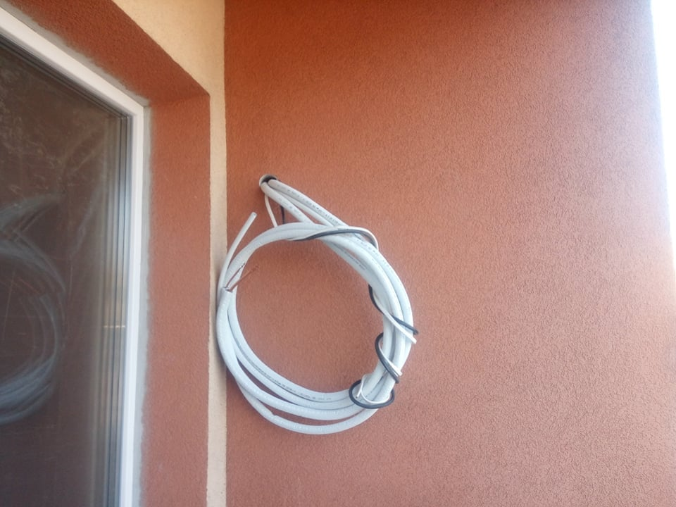 Rozłożenie rur do klimatyzacji w remontowanym mieszkaniu w Starachowicach
