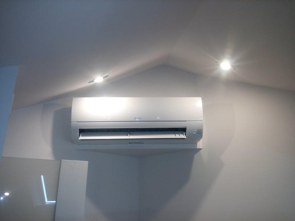 Dwa klimatyzatory Mitsubishi na multi splicie zamontowane w Skarżysku