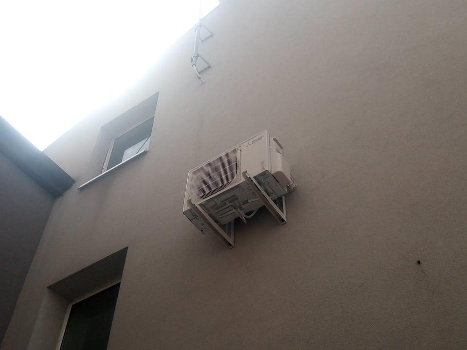 2 klimatyzatory Mitsubishi na multi splicie zamontowane w Starachowicach