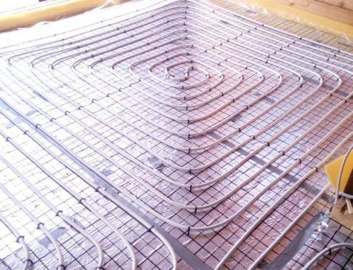 Komplet instalacji w trakcie prac: woda, kanalizacja, rekuperacja, ogrzewanie podłogowe oraz klimatyzacja w nowym domu w Mircu.