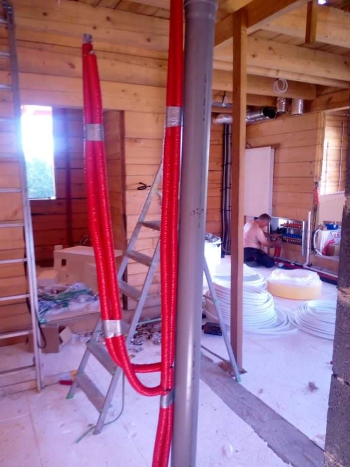 Komplet instalacji: woda, kanalizacja, rekuperacja, ogrzewanie podłogowe oraz klimatyzacja w nowym domu w Mircu.
