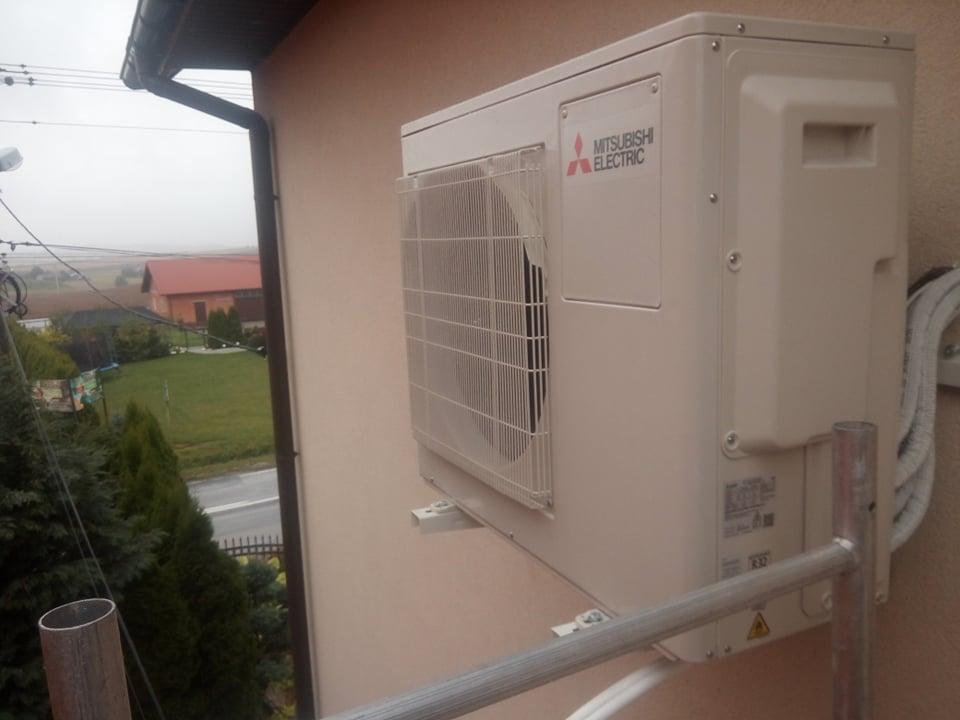 Dwa klimatyzatory Mitsubishi na multi splicie zamontowane w Ambrożowie.