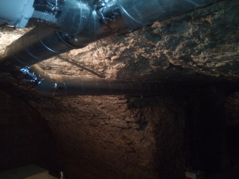Wentylacja w piwnicy w domu w Iłży.